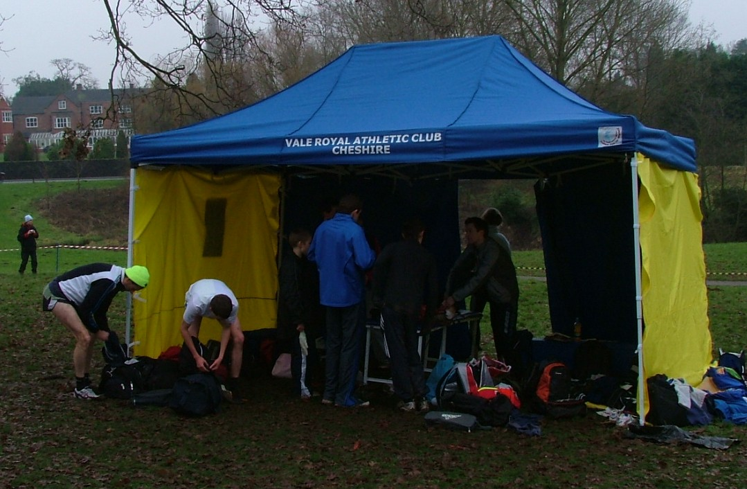 Vale Royal AC has acquired a new pop up tent that will prove to be essential during the winter months and summer months at cross country and track and field ... & Vale Royal Athletic Club - Club Tent